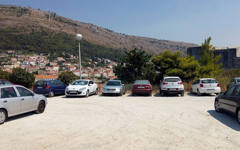 Parking Gradac, near Lovrijenac